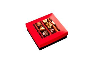 Pralinen in einer Schachtel mit einem Band, 16 Stück